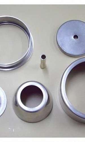 Estampagem de metais repuxados