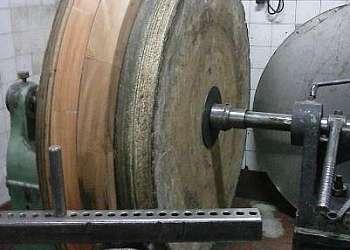 Serviços de repuxação para metais